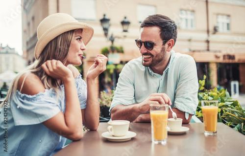 cafe dating dating en 40 år gammel skilt mand