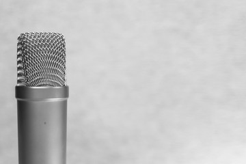 Microphone in the recording studio. Courses of actors dubbing in the film industry. Equipment for sound recording. The work of the announcer. Experience in public speaking. Lessons of oratory.