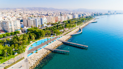 Foto op Plexiglas Cyprus Aerial view of Molos Promenade park on coast of Limassol city centre,Cyprus. Bird's eye view of the jetty, beachfront walk path, palm trees, Mediterranean sea, piers, urban skyline and port from above