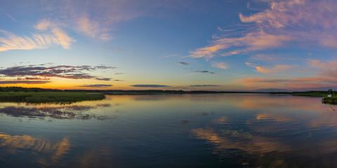 Landschaft im Abendhimmel in den Masuren, Polen