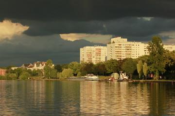 Dunkle Wolken über Offenbach