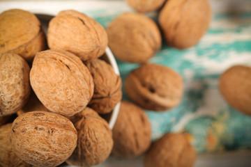 орех грецкий свежий урожай лежит на столе