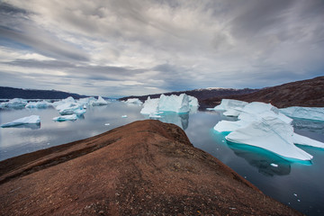 Photo sur Plexiglas Pôle massive Icebergs floating in the fjord scoresby sund, east Greenland