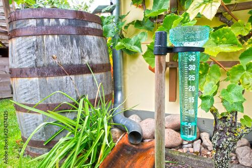 Regenmesser Niederschlagsmesser 5ml Hdr Stock Photo And