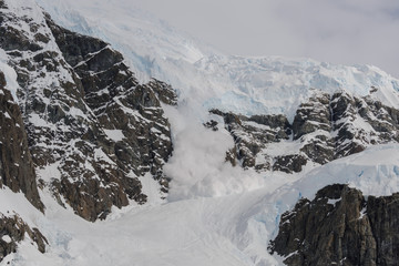 Keuken foto achterwand Antarctica Avalanche in Antarctic mountains