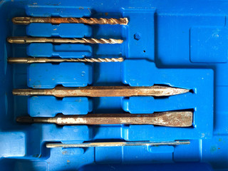 Head for drilling Drill bits From small to big Organized in a blue box.