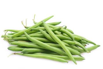 Frische grüne Brechbohnen isoliert auf weißem Hintergrund