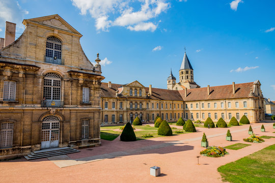 Abbaye de Cluny et jardins