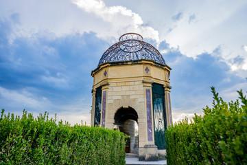 La volière dans les jardins du Le Château de Cormatin en Bourgogne
