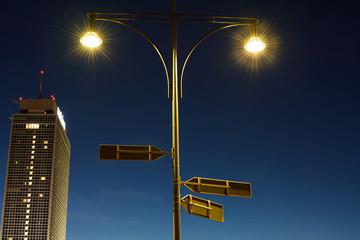Street Light by night at Alexanderplatz in Berlin Straßenlaterne bei Nacht am Alexanderplatz in Berlin
