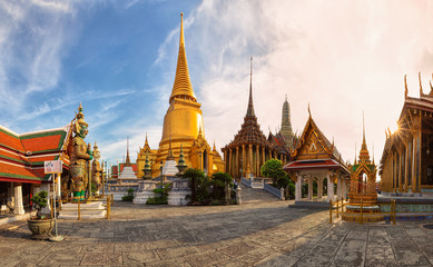 Poster de jardin Bangkok Wat Phra Kaew,Temple of the emerald buddha or Wat Phra Si Rattana Satsadaram,is regarded as the most sacred buddhist temple ,is one of the best known landmarks in Bangkok,Thailand,Panorama view