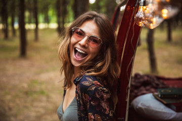 90ef018451 Image of excited woman 20s