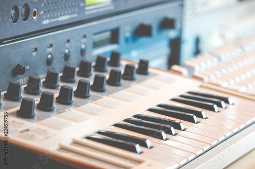 midi keyboard synthesizer and sound module  home recording studio