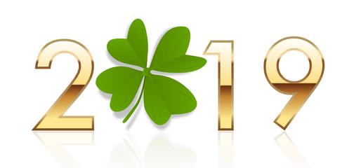 Vœux porte bonheur avec 2019 écrit en chiffres dorés avec un trèfle à quatre feuilles, à la place du zéro.