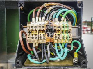 Electrical power cable and terminal short circuit