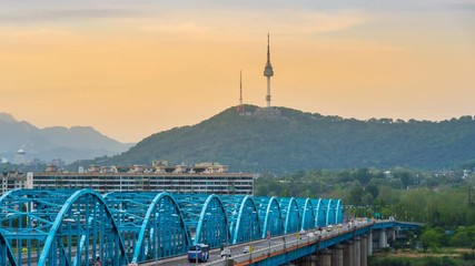 Fototapete - Time lapse of traffic at Dongjak Bridge and Seoul tower over Han river in Seoul, South Korea.4K