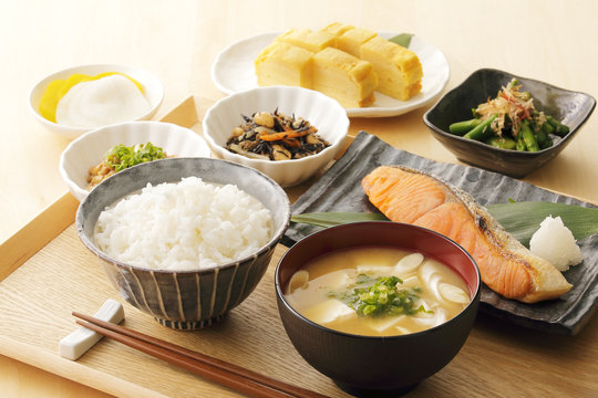 日本のごはん Japanese foods(Typical Japanese breakfast)