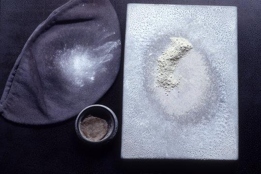 伝統工芸の輪島塗、呂色師が使う鹿角の粉と磨き粉油