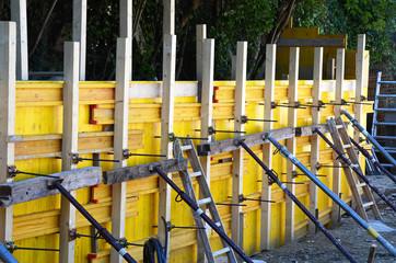Schalung, Stützmauer betonieren