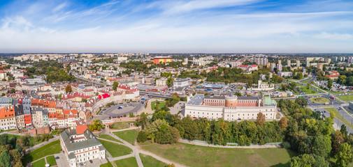 Panoram Lublina z lotu ptaka, widok na zamek Lubelski i plac zamkowy. Krajobraz Lublin z powietrza.