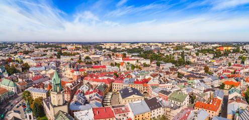 Lublin, panorama starego miasta z lotu ptaka. Wieża Trynitarska i Trybunał Koronny widziane z powietrza.