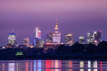 Obraz Panorama wieżowców Warszawy nocą - fototapety do salonu