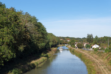 Lateral Canal of the Loire