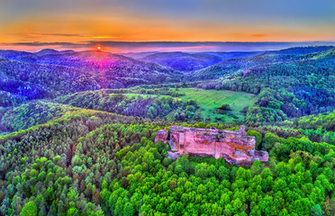 Fotobehang Groene Fleckenstein Castle in the Northern Vosges Mountains - Bas-Rhin, France