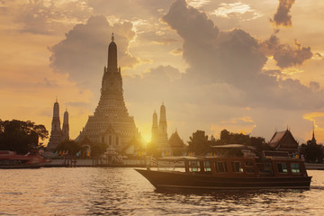 Wall Mural - Beautiful Landmark of Bangkok, Thailand. This is Wat Arun temple during sunset.