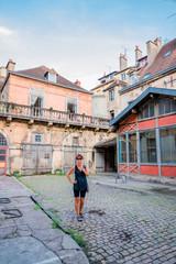 Femme dans les rues de Dijon