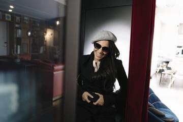 Portrait de femme dans le photomaton