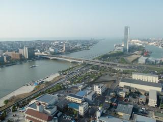 新潟の街と信濃川河口