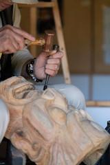釜神様を彫る