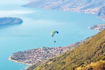 Lago di Como (IT) - Volo con parapendio sopra Gera Lario