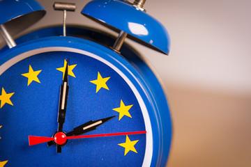 Retro alarm clock with the colors of the EU flag for an hour