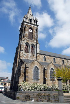 Ville de Combourg, église Notre-Dame de Combourg et son clocher, département d'Ille-et-Vilaine, Bretagne, France
