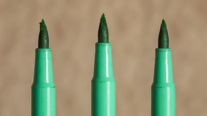 green felt-tip ruffled marker tip