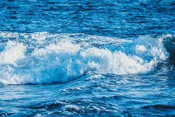 海の波しぶき風景