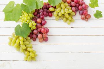 grape on wooden background Fototapete
