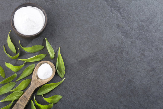 Natural sweetener in powder from stevia plant
