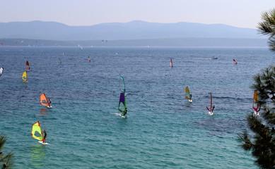 Praticare windsurf in vacanza - sport e relax