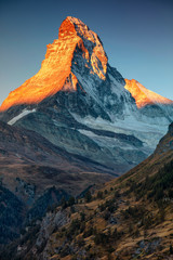 Foto auf AluDibond Gebirge Matterhorn. Landscape image of Matterhorn, Switzerland during autumn sunrise.