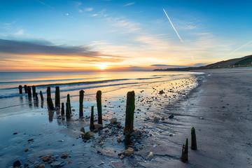 Fototapete - Stunning Sunrise over Sandsend Beach