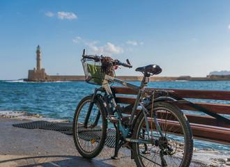 Bicicleta en el puerto de creta