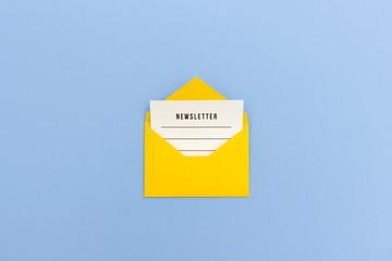 E-Mail Newsletter - Newsletter Nachricht in gelbem Umschlag