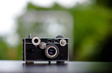Classic camera Put on the table does not look expensive. Photography Ideas and Old Camera Care
