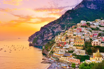 Foto op Plexiglas Europa View of Positano village along Amalfi Coast in Italy at sunset.