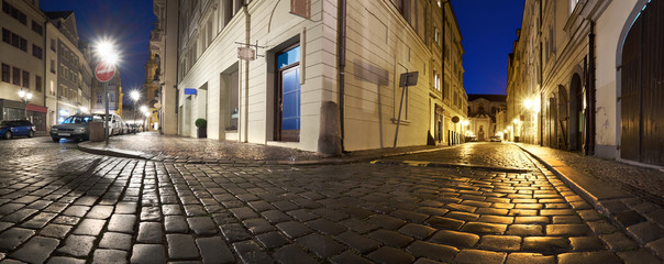 Fotomurales - Prague at night, panoramic view of narrow streets and traditional houses