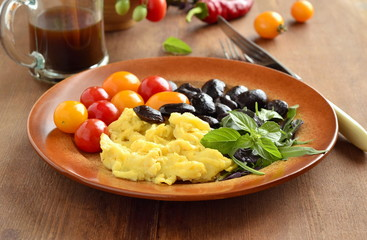 Simple black beans with scrambled eggs and vegetables