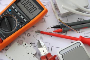 Multimeter mit einem Schaltplan 6